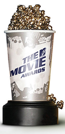 TWILIGHT GOT 5 OF THESE!!!! 2009'S BEST MOVIE,BEST MALE BREAKTHROUGH, BEST FEMALE PERFORMANCE, BEST KISS, BEST FIGHT!!!