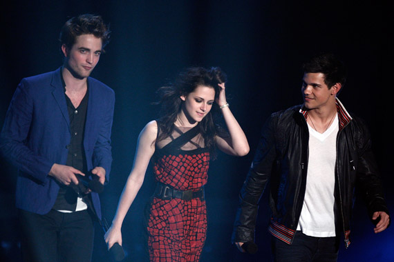 Robert,Kristen & Taylor presents the debut trailer of The Twilight Saga:New Moon