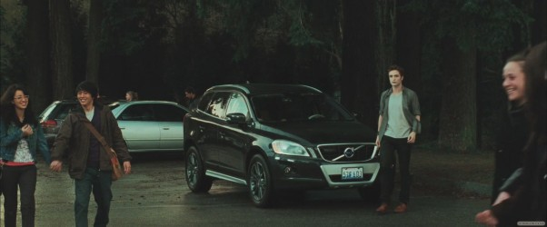 Not only do I love this scene because it has my dream car in it, a Volvo XC60, but also because it is Edward's memorable entrance scene in